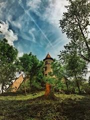 Ronneburg.... (hobbit68) Tags: old sky clouds outdoor alt sommer fenster himmel wolken haus ruine turm sonne dach bltter baum gebude burg iphone sonnenschein dcher verfallen