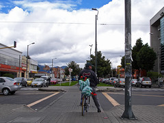 No. 1136 - 17 de junio/16 (s_manrique) Tags: postes bogot bicicleta cielo carros hombre