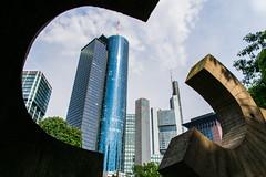 Frankfurt ft. Chillida (Bckpck Photography) Tags: park sculpture skyscraper germany frankfurt frame chillida ffm mainhattan hochhuser