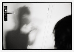 für kinder des alkoholisierten karnevals ... (look-book) Tags: leica blackandwhite bw white black film analog 35mm blackwhite foto f14 trix d76 fotos sw mp analogue 135 summilux kb asph kater lookbook selfdeveloped 24x36 analogous analogicas análogo hausgeist einergehtnocheinergehtnochrein