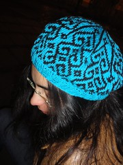 Beret // Boina (needles UP) Tags: blue winter black hat azul night contrast noche punto knitting needlework gorro handmade negro cotton contraste invierno etsy beret boina artisan artesano hechoamano algodn fair isle artesanum needlesup