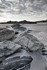 Rocas (Perurena) Tags: sky beach clouds mar sand rocks playa arena galicia cielo nubes pontevedra rocas riasbajas riadepontevedra sanxenxo oceanoatlantico playadeareas