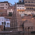 "Shiva Temple Sinking, Scindia Ghat <a style=""margin-left:10px; font-size:0.8em;"" href=""http://www.flickr.com/photos/14315427@N00/6879310659/"" target=""_blank"">@flickr</a>"