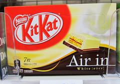 Kit-Kat Air In White (Sublight Monster) Tags: japan japanese cookie candy box chocolate kanji snack  package kitkat  hiragana katakana