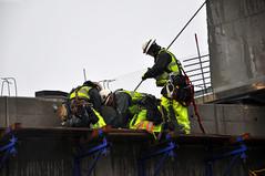 Crews secure a girder (WSDOT) Tags: wsdot eccnesscranes constructionworkers sr520eastsideproject eastsideproject bellevueway bellevuewayoverpass weekendclosure sr520bridgereplacementprogram sr feb 2012 closure sr520eastside february2012closure
