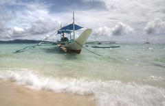 Midday... (maciej.ka) Tags: white motion boats island boat movement philippines wave bank sunny exotic tropical tropicalisland tropic noon boracay tropics philipines banca phillipines banka bangka whitebeach phillippines bancas habagat phiippines boracaybeach tropicalclimate bankas phlipines bangkas polandphotography boracayphilipines whiterockbeachphillipines