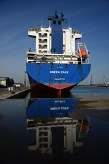 Green Cape (larry_antwerp) Tags: port ship belgium belgië vessel antwerp 比利時 antwerpen 船 schip بندر کشتی 海港 greencape ベルギー 比利时 港口 船舶 ميناء سفينة 安特卫普 بلجيكا 港湾 בלגיה אונייה бельгия אנטוורפן 항구 벨기에 선박 بلژیک बेल्जियम アントウェルペン 安特衞普 안트베르펜 أنتويرب פארט जलयान 9262558