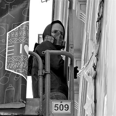 Graffiti artist at work.. (Akbar Simonse) Tags: street people bw holland blancoynegro netherlands monochrome square graffiti artist zwartwit candid nederland streetphotography denhaag bn haag thehague 509 straat artistatwork vierkant lahaye sgravenhage agga straatfotografie satone dscn2493 akbarsimonse