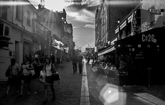 IMG_5158 (Nikan Likan) Tags: street white black paris monochrome architecture vintage lens photography japanese prime noir asahi pentax takumar 5 super route m42 1970 24mm manual ruelle et f8 nuit f11 blanc blades trottoir | f35 2016