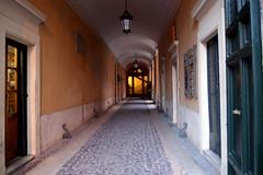 Un portone in Piazza dei Santi Apostoli (Birnardo) Tags: roma italia piazza ingresso lazio portone totalphoto flickraward flickrestrellas me2youphotographylevel1