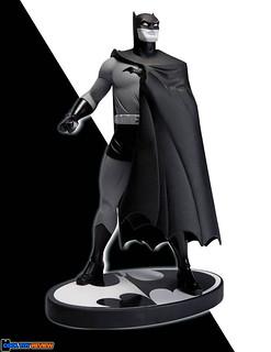 經典黃金時期蝙蝠俠黑白雕像 by Darwyn Cooke