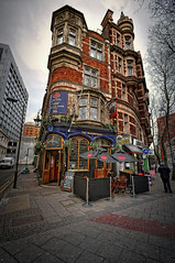 The Bloomsbury Tavern. London (Abariltur) Tags: england london spain unitedkingdom tavern shaftesburyavenue castelln nikond90 thebloomsburytavern afsdxnikkor1024mmf3545ged abariltur