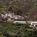 Prima di Huando raggiungo un bel villaggio con le case colorate