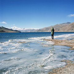 羊湖 (richardhwc) Tags: china 120 6x6 film mediumformat tibet bronica fujifilm fujichrome provia100f s2 tibetanplateau rdpiii 75mmf28 yamdroklake nikkorp