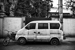 going nowhere (Rob-Shanghai) Tags: china street blackandwhite bw streets cars canon asia shanghai 7d  elmarit28f28