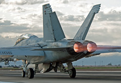 boeing f/a-18f super hornet (MatthewPHX) Tags: boeing fa18f fa18 f18 superhornet super hornet 166673 strikefightersquadron122 strike fighter squadron 122 vfa122 flyingeagles flying eagles usnavy navy nafelcentro naf elcentro nafec california nikon d90