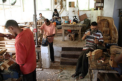 Wood-Workshop (For91days) Tags: statues carving elephants kandy rainbowtree schnitzen
