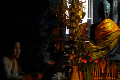 ((qifei)) Tags: woman temple donna asia cambodia praying siemreap angkor wat preghiera cambogia