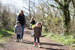 Family walk along the River Yar - IMG_3293 (s0ulsurfing) Tags: family winter boy cute canon parents spring toddler infant play faces expression walk expressions adorable william mums mum parent isleofwight innocence relaxed infants footpath bobblehat parenting minime fofinho yar 6d 2014 totland s0ulsurfing familyuk