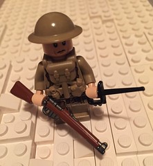 WWI British Soldier (Praetorian Guard (going to WWB 2017)) Tags: 1 lego wwi stuff battlefield combos protos brickarms overmolds