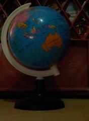 Por el mundo (Xic Eseyosoyese (Juan Antonio)) Tags: viaje de la nikon interior australia el un coolpix plastico mapa leche mundo por mino globo juguete tierra cajas terraqueo planisferio s33 didactico alpura