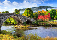 Ty Hwnt i'r Bont tea shop (SteveGillPhotos) Tags: uk bridge blue autumn red summer green fall wales sunrise river europe coffeehouse nationaltrust conwy teashop llanrwst commercialbuildings tuhwntirbont llanwrst