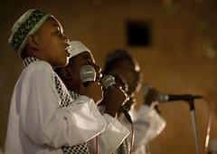Kids singing for Maulidi - Lamu Kenya (Eric Lafforgue) Tags: africa island kenya culture unescoworldheritagesite afrika tradition lamu swahili afrique eastafrica qunia lafforgue  qunia   111417  kea   tradingroute a
