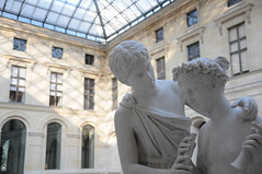 Louvre, Love (lwchang) Tags: life travel blue light white paris france building statue museum architecture nikon image louvre snapshot musee nikkor 建筑 afs dlsr 白 雕像 蓝 法国 巴黎 光线 18105mm d300s 罗浮宫 nikondx18105mmf3556g