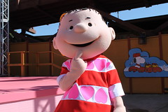 Love is in the Air, Charlie Brown Show (Castles, Capes & Clones) Tags: california peanuts linus characters buenapark knottsberryfarm campsnoopy linusvanpelt knottsberryfarmresort knottsresort campsnoopytheatre peanutscharactershow loveisintheaircharliebrown