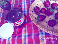 2/3  (Nourah Almajaishy) Tags: food strawberry chocolate nutella   nourah     almajaishy