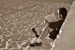 El día del libro... (Chuss Chulián) Tags: sunset beach reading reader playa books libros lectura lector díadellibro