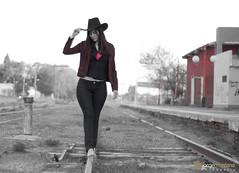 Lily V_060 (ToTeCiTo.-) Tags: girl tren chica retrato sombrero liliana lili sesin capelina