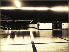 Madrid's metro (sergio.pereira.gonzalez) Tags: madrid blancoynegro blackwhite spain noiretblanc metro samsung espana espagne nuevosministerios sergiopereiragonzalez