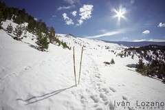 Hiking (Ivn Lozano photography) Tags: espaa sun snow sol canon y nieve ivan lagoon fisheye leon laguna burgos lozano castilla lagunas neila