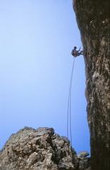 19830900 Sdtirol Dolomiten Langkofel Daumenkante Klettern Dieter (2) (j.ardin) Tags: italien italy italia climbing mountaineering alpinismo dolomites dolomiti sdtirol altoadige klettern dolomiten abseilen bergsteigen langkofel sassolungo fnffingerspitze daumenkante scalareunamantagna