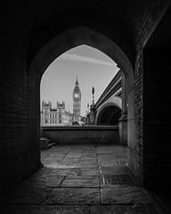 Elizabeth Tower | Through The Arch (James_Beard) Tags: blackwhite landmarks housesofparliament bigben cliche cliches palaceofwestminster elizabethtower canon24105 canon6d