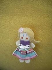 menina-brochinho (Veluarts Atelie) Tags: bonecas felt feltro ms acessrios broches fieltro