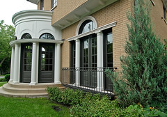 "Palladian Side view of curved detail from the front yard • <a style=""font-size:0.8em;"" href=""http://www.flickr.com/photos/75603962@N08/6853315205/"" target=""_blank"">View on Flickr</a>"