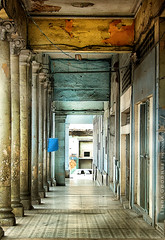 Cuban symmetry... (Linda Goodhue) Tags: lighting texture architecture decay cuba columns symmetry weathered pillars lahabana oldhavana havanacuba lindagoodhuephotography