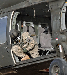Calling the Load (Marinehawk12) Tags: work military duty helicopter blackhawk aircrew sikorsky autofocus uh60 armyaviation externalload coloradoarmynationalguard 2135gsab