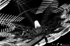 Lineas y luces (@Lizette Salazar Guedes) Tags: bw blancoynegro night canon uruguay luces noche photo flickr foto montevideo lineas parquerodo