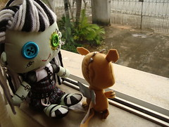 Frankie and Watzit (babi_chiba) Tags: monster high doll frankie plushie stein frankiestein watzit