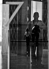 AUTORRETRATO CON SOMBRAS (joferluna / Fernando Luna) Tags: blackandwhite blancoynegro canon venezuela caracas conceptual minimalismo cultura lightroom museodebellasartes poesavisual fotografosvenezolanos photoscape eos1000d fernandoluna joferluna