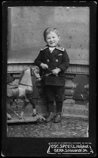 toys thüringen thuringia 1918 kindheit kinderschuhe kinderkleidung dreba matrosenanzug pappmachepferd pappmachetiere matrosenkleidung oscspoerlhofphotographgera collectionhansmichaeltappen
