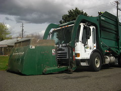 Waste Management (Thrash 'N' Trash Prodcutions) Tags: 2003 trash truck washington garbage body can front bin management ii otto wa cans chassis waste cart condor refuse recycle loader recycling load carts bins kennewick frontloader starlight the toter freightliner frontload wittke curotto toters