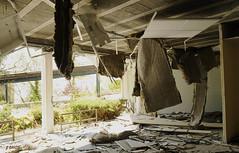 Salle défenestrée (B.RANZA) Tags: trace histoire waste sanatorium hopital empreinte exil cmc patrimoine urbex disparition abandonedplace mémoire friche centremédicochirurgical