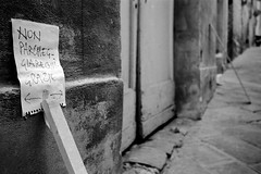 snapshot (Marco Moricciani) Tags: street white black film self 35mm canon 1 kodak tmax scanner 11 bn scan 1600 400 siena 28 35 ml fr bianco yashica nero develop xtol kodaktmax kodakxtol film:iso=1600 film:brand=kodak developer:brand=kodak developer:name=kodakxtol film:name=kodaktmax400 9000f filmdev:recipe=7542