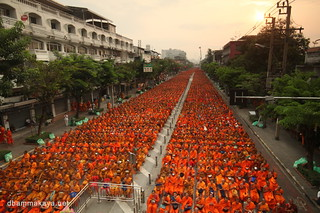 Almsgiving to 22,600 monks at Wongwienyai