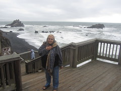 Cobble Beach,Oregon (reza fakharpour) Tags: cobblebeach wave ocean black cold water pacific sea oregoncoast newport stone cobble rounded rock yaquinahead interesting