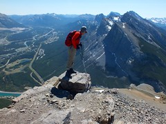 East End of Rundle Summit Scramble - It's a long way down (benlarhome) Tags: mountain canada montagne kananaskis rockies hiking path hike trail rockymountain banff canmore scramble rundle gebirge scrambling eeor spraylake eastendofrundle